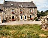 Country Chambres d'Hotes Bed and Breakfast with pool on a Brittany Farm
