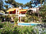Air-conditioned Bed and Breakfast with heated pool near the beach in the Var