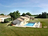 Country Cottage and heated pool, between Poitiers and Cognac